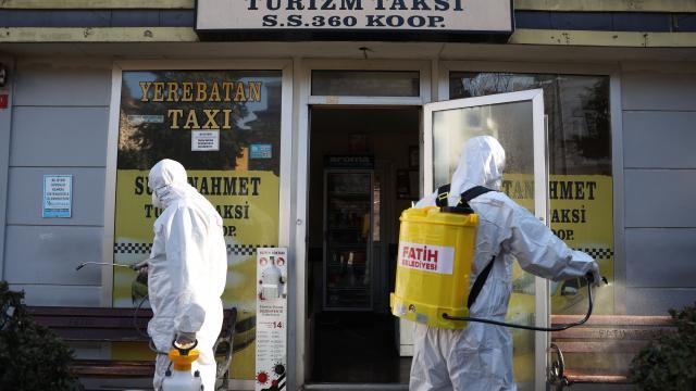 Fatihte taksiler ve taksi durakları dezenfekte edildi