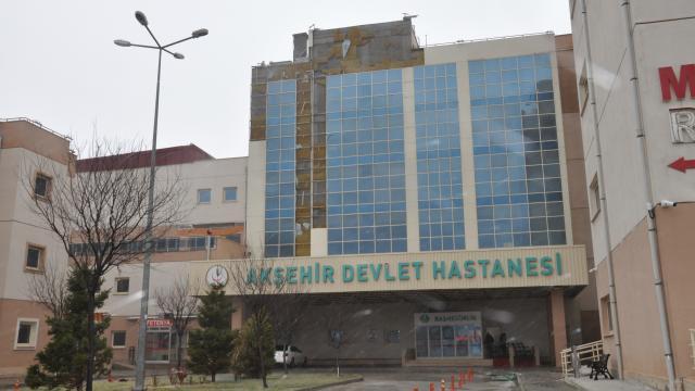 Akşehirde şiddetli rüzgar hayatı olumsuz etkiledi