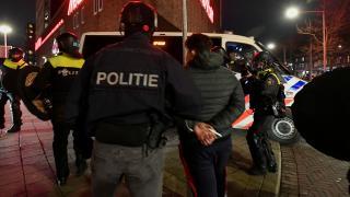 Hollanda'da COVID-19 kısıtlamaları protestosunda 4. gün