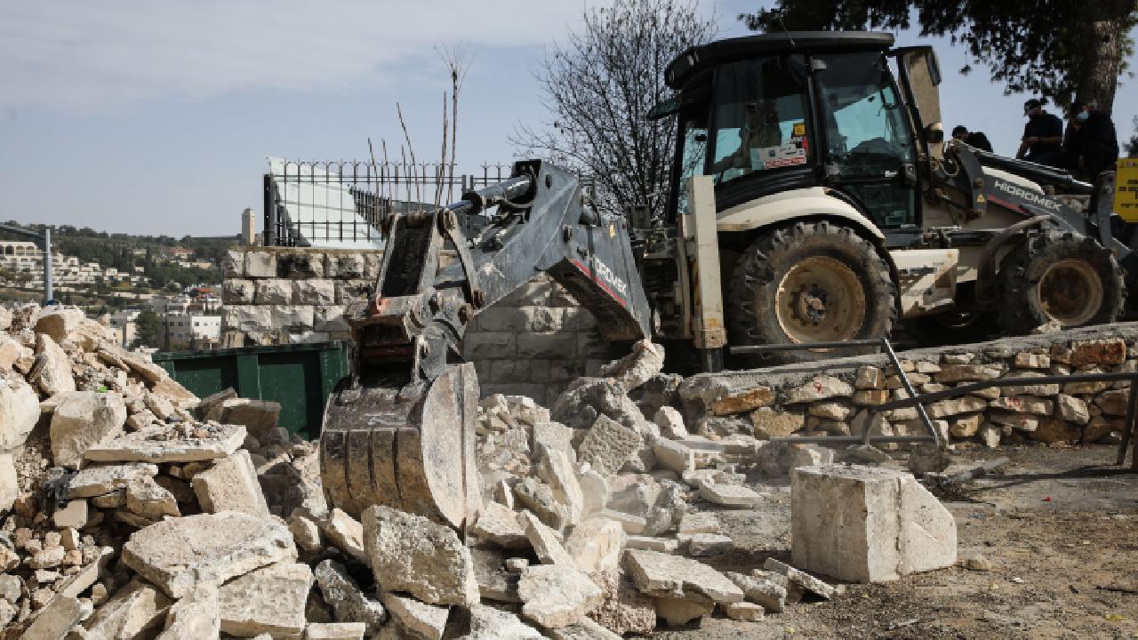 İsrail güçleri Batı Şeria'da bir camiyi yıktı