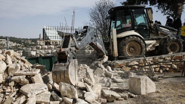 İsrail güçleri Batı Şeriada bir camiyi yıktı