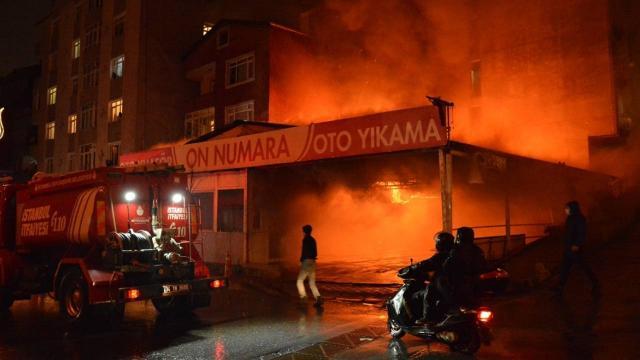 İstanbulda iş yerinde yangın