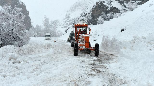 Rizede 28 köy yolu ulaşıma kapandı