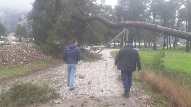Antalyada kuvvetli rüzgar ve sağanak etkili oluyor