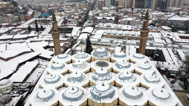 Bursa kar yağışının ardından beyaza büründü