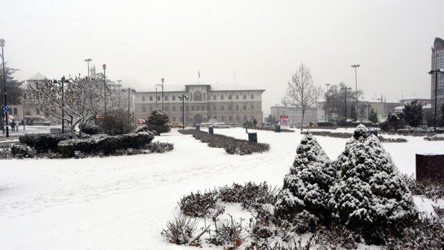 Sivasta kar yağışı: 385 yerleşim yerinin yolu kapandı