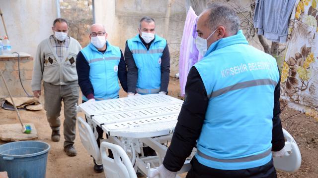 Kırşehir Belediyesinden muhtaçlara tıbbi malzeme ve cihaz desteği