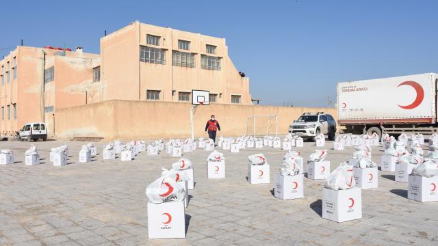 Türk Kızılaydan Barış Pınarı Harekatı bölgesindeki 100 aileye insani yardım