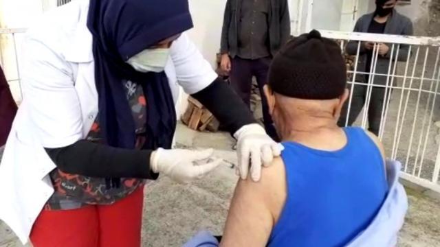 Osmaniyede 80 yaş üzeri vatandaşlar aşılanıyor