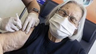 Başkentte 80 yaş ve üstündekilere Covid-19 aşısı yapılıyor