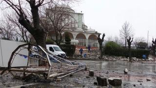 Manisa'da fırtına: Caminin minaresi yıkıldı