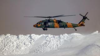 Mehmetçik karlı dağlarda teröristlere göz açtırmıyor