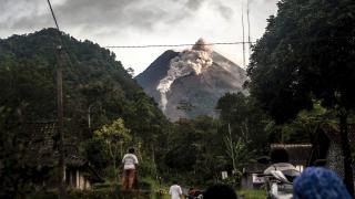 Merapi Yanardağı'nda son 6 saatte 22 patlama oldu