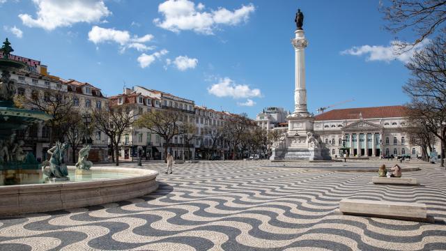 Portekiz vakaların düşük olduğu ülkelerden turist kabul edecek