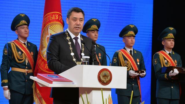 """Kırgızistan Cumhurbaşkanı Caparovdan evlerini terk edenlere """"dönün"""" çağrısı"""