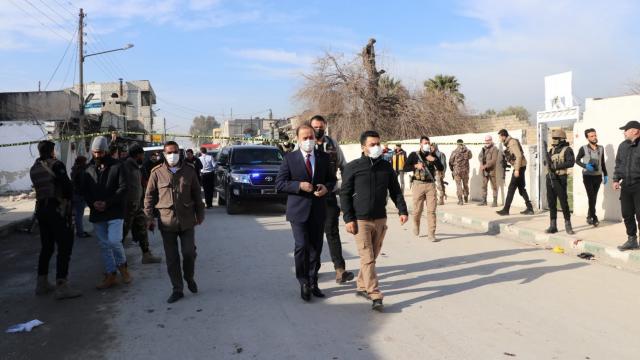 Şanlıurfa Valisi Abdullah Erin, Barış Pınarı Harekatı bölgesindeki bombalı saldırıda yaralananları ziyaret etti