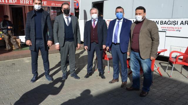 Trabzonda kan bağışında bulunanlara Sürmene bıçağı hediye edildi