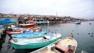 Trabzon'da şiddetli rüzgar balıkçılara engel oluyor
