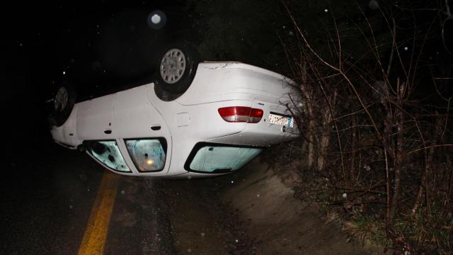 Kocaelide kontrolden çıkan otomobil takla attı