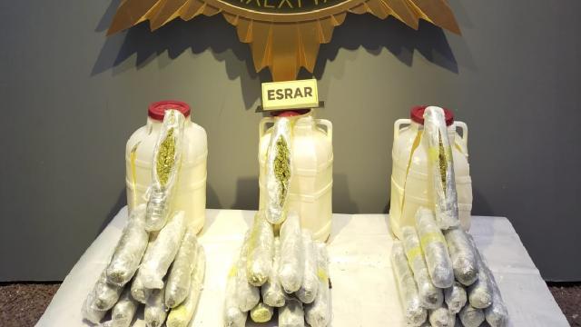 Malatyada peynir bidonlarına gizlenmiş 15 kilo 650 gram esrar ele geçirildi