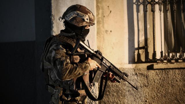 İstanbulda zehir tacirlerine operasyon: 52 gözaltı