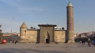 Erzurum'un simgelerinden Yakutiye Medresesi 711 yıldır ayakta
