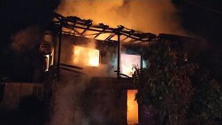 Sakarya'da yangın: Ahşap ev küle döndü
