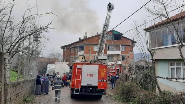 Zonguldakta çatı katında çıkan yangın hasara neden oldu