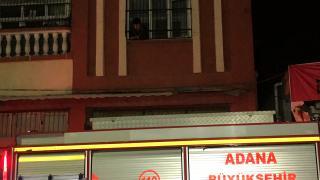 Adana'da iki katlı evde çıkan yangında bir süre mahsur kaldılar