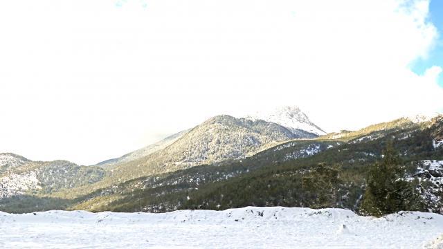 Fethiyenin yüksek kesimlerde kar yağışı etkili oldu