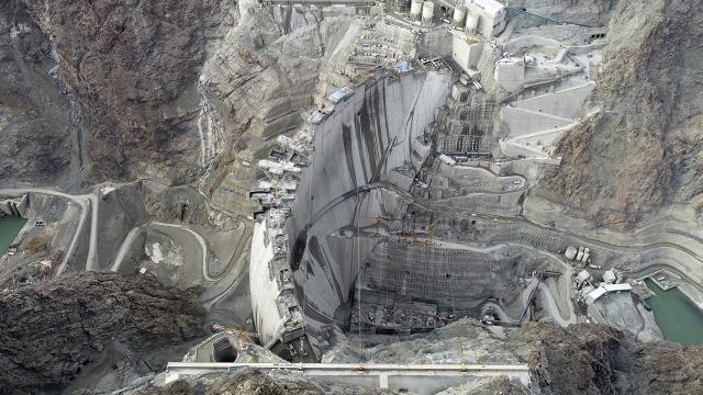 Yusufeli Barajı inşaatını 3 bakan yerinde inceleyecek