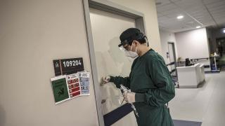 Mutasyonlu koronavirüs hastalarının tedavisi özel odalarda yapılıyor