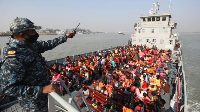 Bangladeş, Arakanlı Müslümanları Bhasan Char Adasına gönderdi