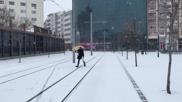 Eskişehire kar fırtına ile geri döndü
