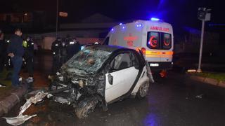 İzmir'de kontrolden çıkan araç takla attı