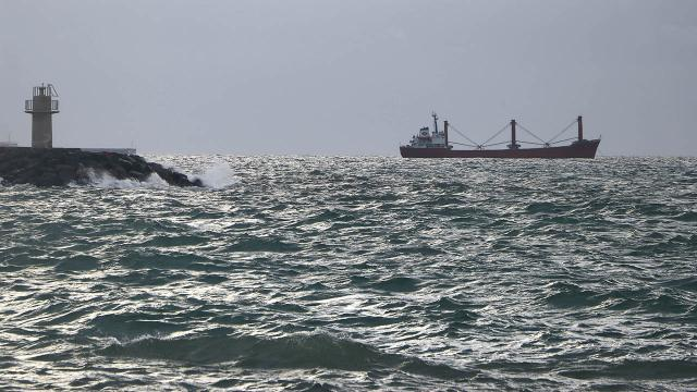 Lodos nedeniyle gemiler Tekirdağ sahilinde bekliyor