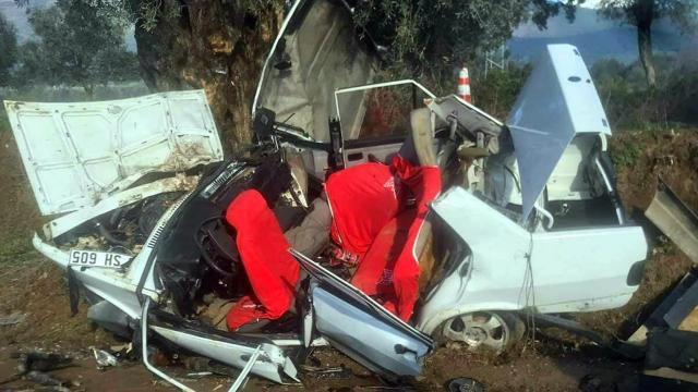 İzmirde feci kaza: 2 ölü, 3 yaralı