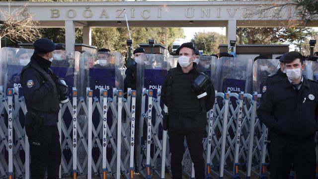 Boğaziçi Üniversitesinde izinsiz gösteri: 10 gözaltı