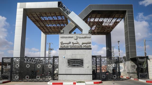 Mısır Refah Sınır Kapısını yeniden çift yönlü açtı