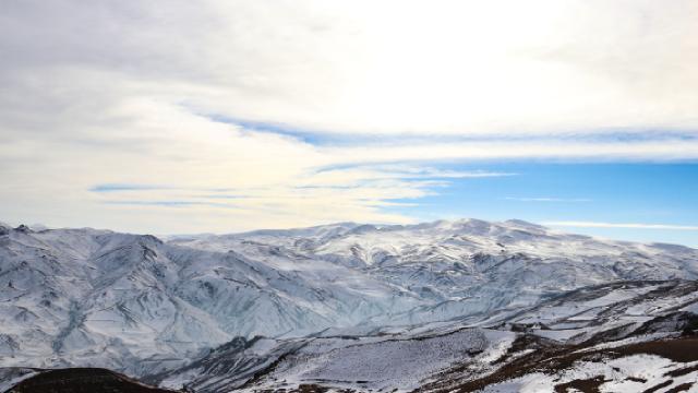 Yalancı bahar Ağrı ve Iğdırda dağlardaki karı eritti