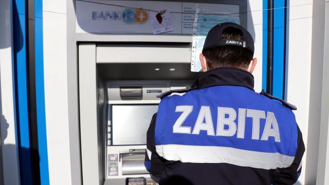 Boluda, zabıtalar ruhsatsız ATMleri mühürledi