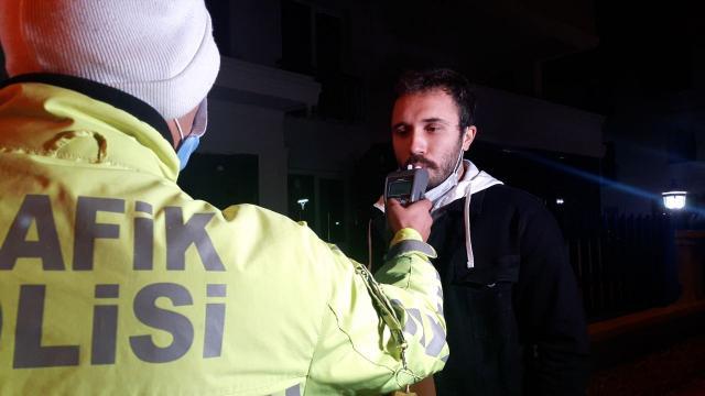 Kaşta villada eğlence düzenleyen 14 kişiye Covid-19 tedbirlerini ihlalden 76 bin 976 lira ceza kesildi