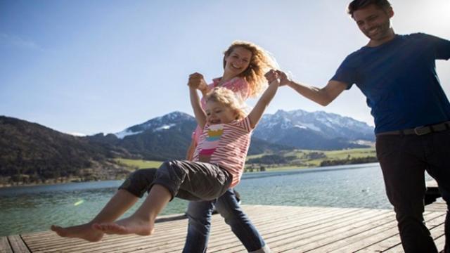 Hollandada yurt dışından evlat edinme durduruldu