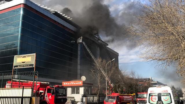 Ümraniyede 5 katlı fabrikada yangın