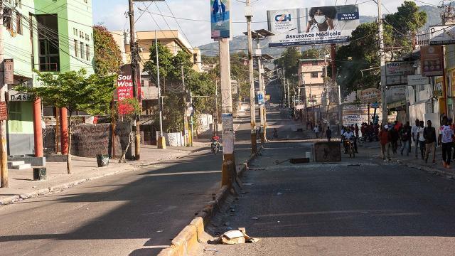 Haitide 2 haftada 8 bin 500 kadın ve çocuk evlerini terk etti