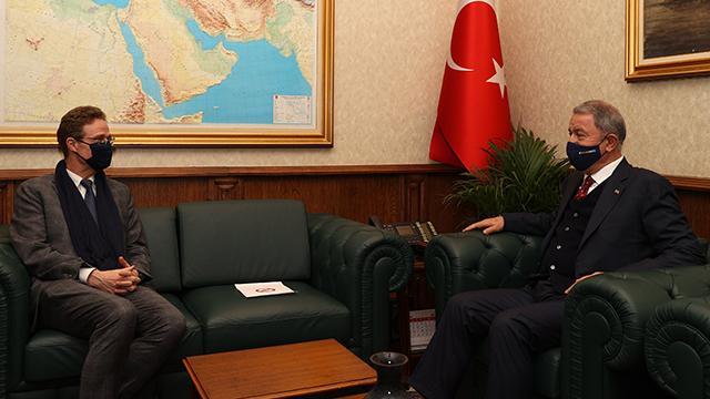 Bakan Akar, AB Türkiye Delegasyonu Başkanı Landrutu kabul etti