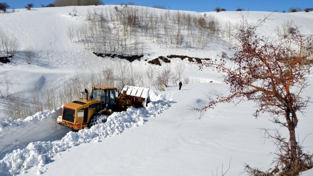 Muşta kar nedeniyle kapanan yol 6 günde açılabildi