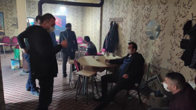 Sivasta, kahvede iskambil oynayan 7 kişiye 13 bin lira ceza