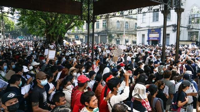 Myanmarda askeri darbe protestoları sürüyor