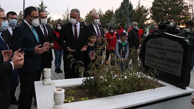 Bakan Kasapoğlundan Ömer Halisdemirin kabrine ziyaret